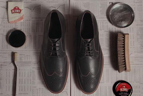 Cara Menyemir Sepatu Kulitmu